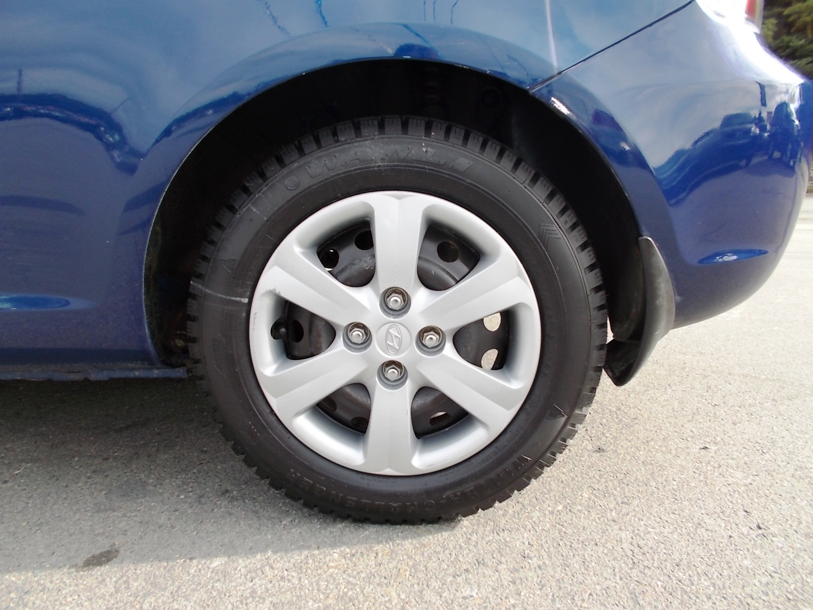 Service manual 2013 Hyundai Accent Rear Wheel Removal